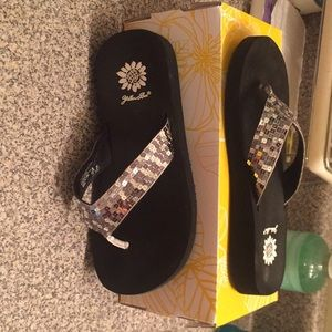 Size 7 bnib yellow box flip flops